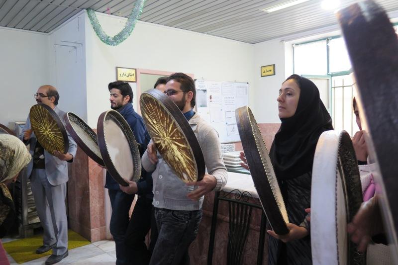 اجرای گروه داروگ برای دختران آسایشگاه امیرالمومنین (ع) سبزوار